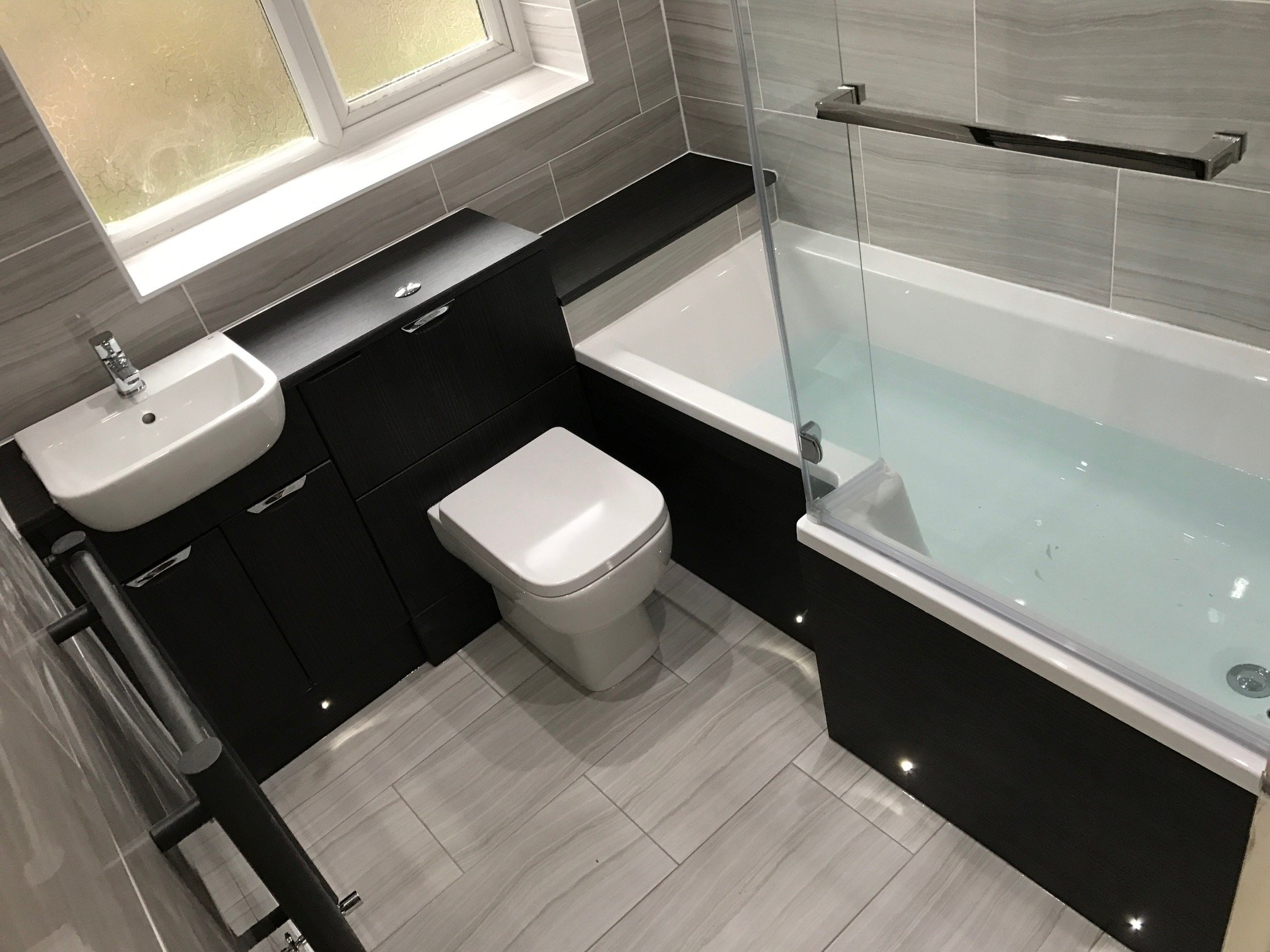 Timber floor studio worksop set within a modern development this ground floor studio flat Bathroom design leamington spa